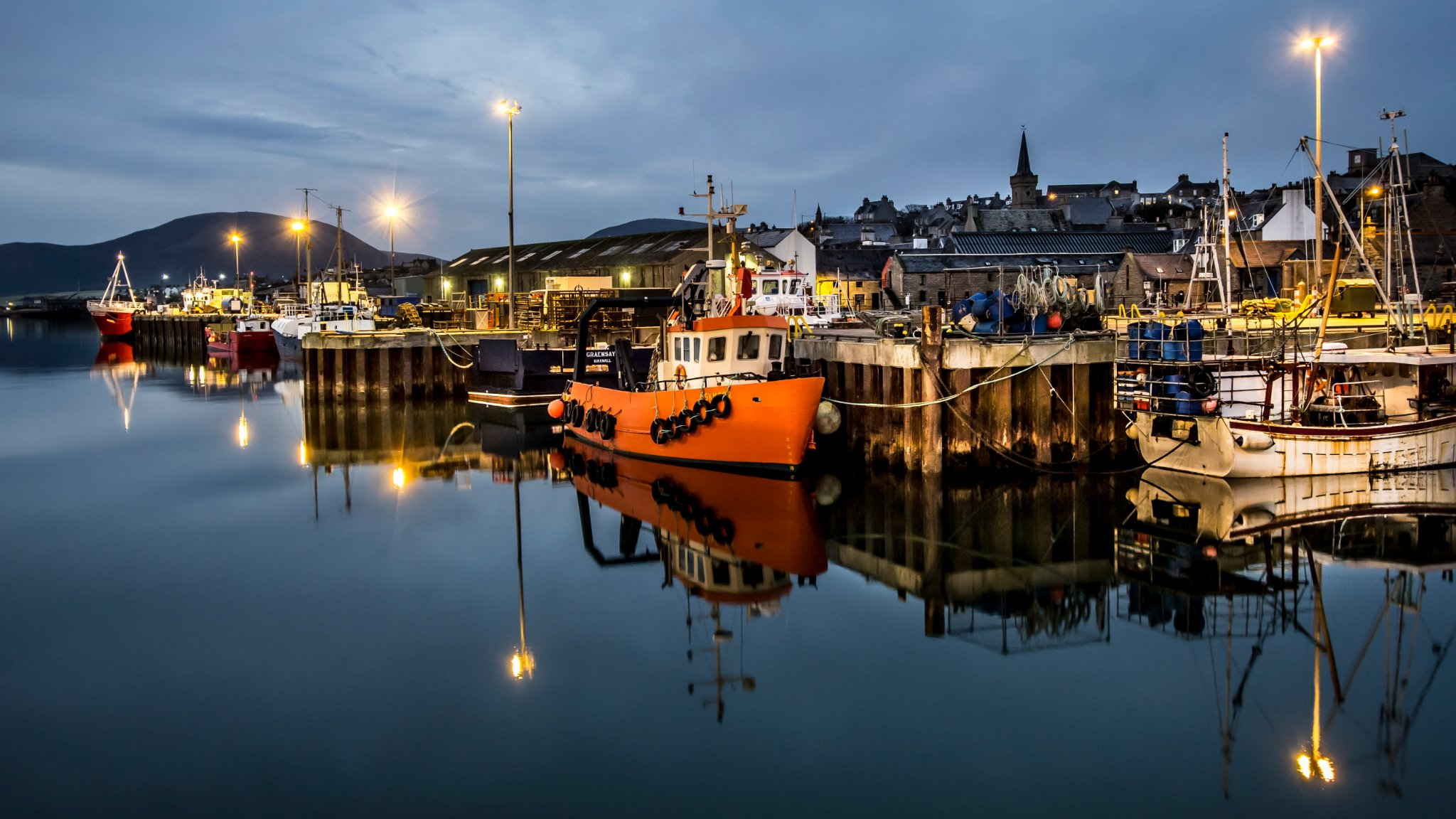 Stromness harbour at dusk - image by Maciek Orlicki