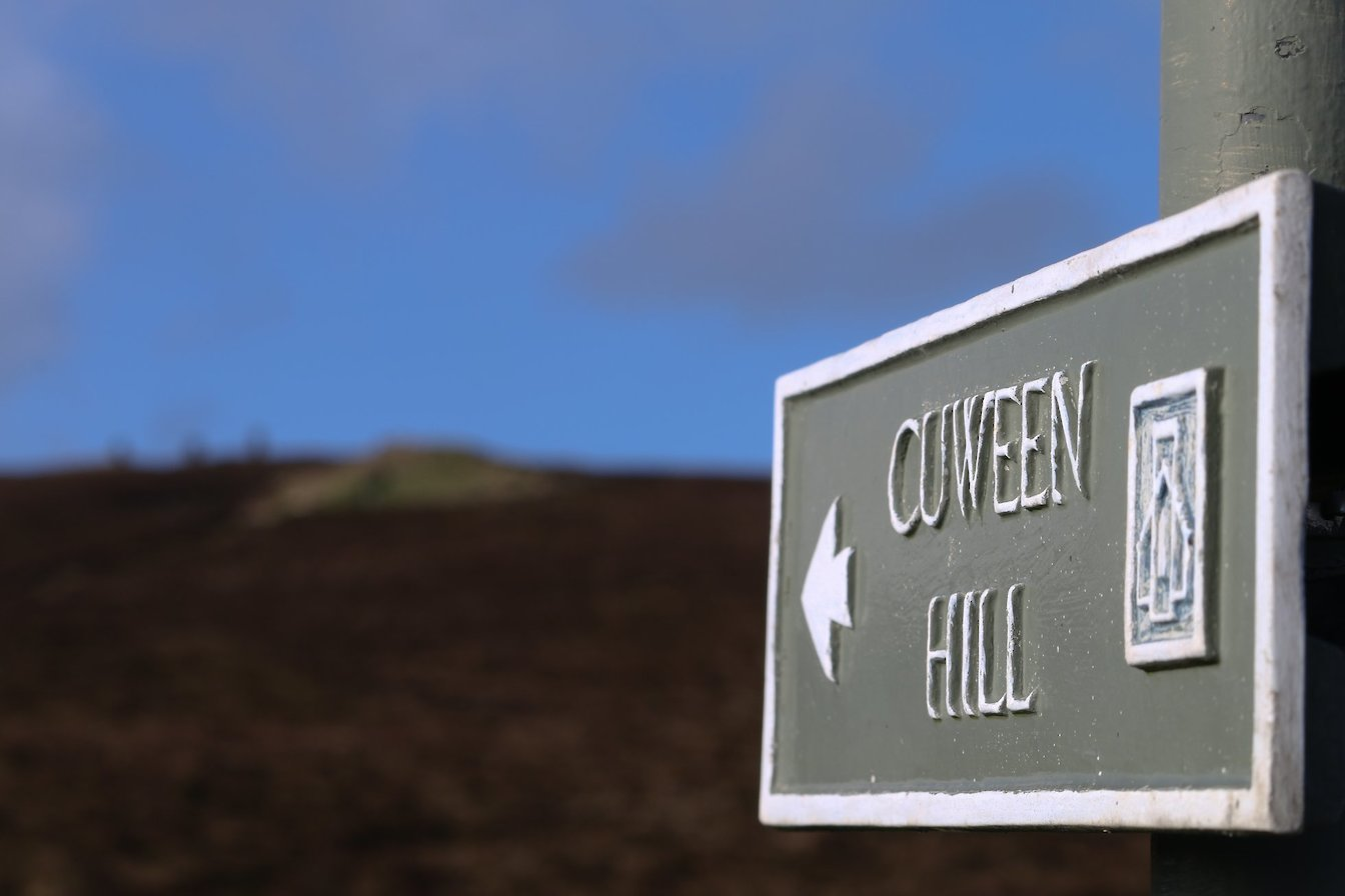 Signpost en-route to Cuween Hill Chambered Cairn